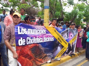 "Hundreds of people representing dozens of civil society organisations were present. Here residents of Choluteca in the South of the country say ""No to Mining Contamination"""